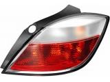 Задний фонарь  Фонарь зад. L OPEL ASTRA H 5 D 05-  Количество функций лампы освещения: 6 Сторона установки: слева Дополнительный артикул / Дополнительная информация: без держателя лампы Цвет: красный Цвет: белый Тип ламп: P21W Тип ламп: PY21W Функция осветительного прибора: С задним противотуманным огнем Функция осветительного прибора: Со светом фары заднего хода Функция осветительного прибора: С мигающим огнем Функция осветительного прибора: С сигналом торможения Функция осветительного прибора: Со светом световозвращателя Функция осветительного прибора: С задним габаритным огнем Номинальное напряжение [V]: 12 проверочное значение: E1 1776